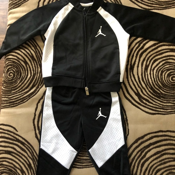 cd88151193d8 Jordan Other - Boys 12M Jordan Sweatsuit